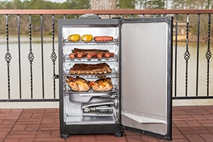 Inside design of Masterbuilt 30 inch electric smoker